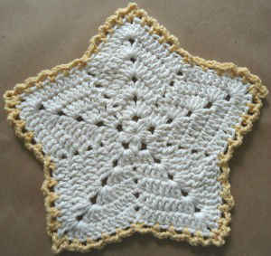http://www.bestfreecrochet.com/2011/10/13/286-christmas-star-crochet-dishcloth-maggie-weldon-maggies-crochet/