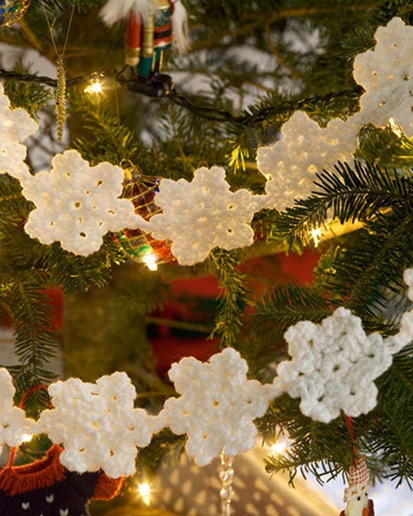 WR1691-Snowflake-Garland-optw