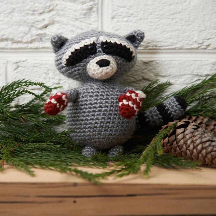 LW3700-Raccoon-Ornament