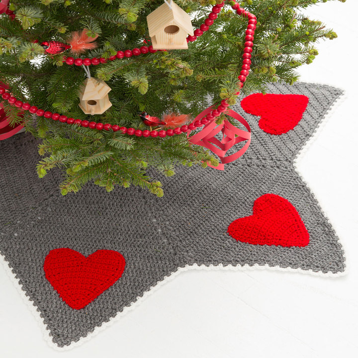 LW4415-Holiday-Hearts-Tree-Skirt