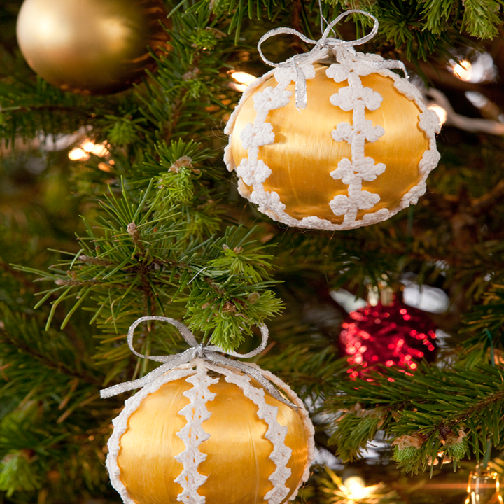 LC2825-Lacy-Christmas-Ornaments