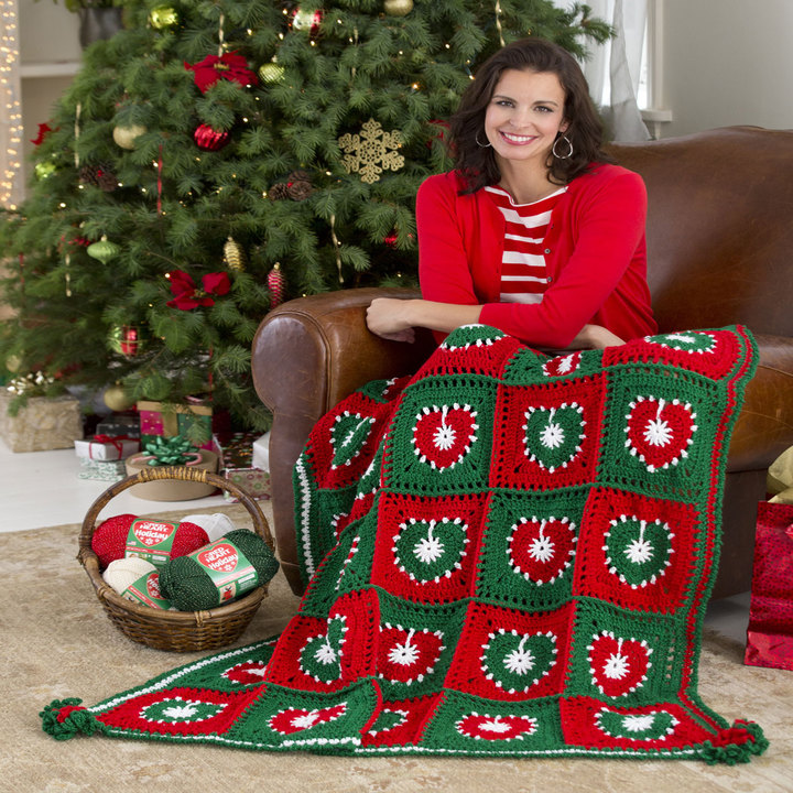 LW3202-Holiday-Hearts-Throw