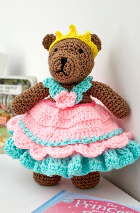 LW5516-Princess-Bear-Play-Set-Free-Crochet-Pattern