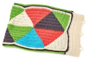 LM5474-Triangle-Puzzle-Pillow-Free-Crochet-Pattern2